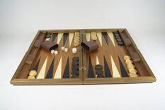 Dal Negro Oxford Walnut Backgammon Set - Inlaid playing surface