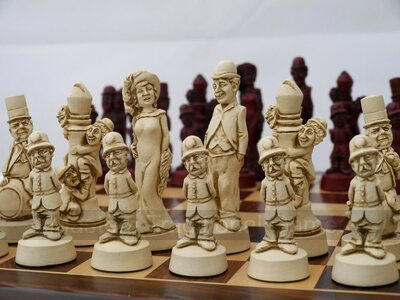 Movie Stars / Golden Age Hollywood Chess Set (pieces only)