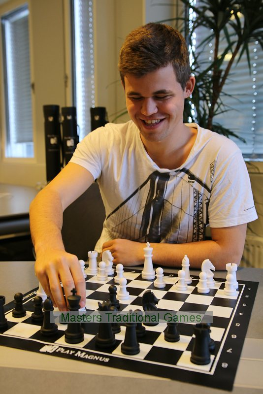 Magnus Carlsen Play Magnus Educational Chess Set