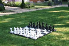Uber Garden Chess Set With Nylon Chequerboard Mat
