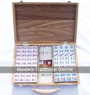 Mah Jong Riichi Japanese set with Chinese characters in Oak case