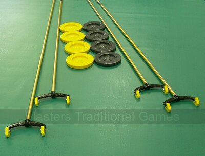 4 Cues, 8 discs and 1 carry basket for Outdoor Shuffleboard